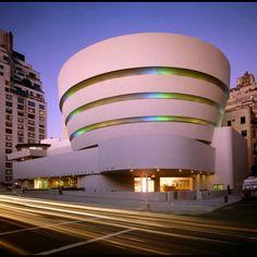 El Museo Guggenheimha puesto a disposición de todos una selección de 1.600 obras de más de 575 artistas. Prácticamente representa una sexta parte de la colección completa, que se compone de más de 7.000 obras, y recoge obras no sólo de la sede de Nueva York, sino además de los museos de Venecia y Bilbao. …