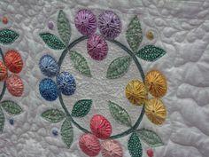 Paducah 2009 – Jacque Bass – Webová alba Picasa Applique Quilts, Embroidery Applique, Yo Yo Quilt, Flower Quilts, Mug Rugs, Mini Quilts, Quilt Making, Quilt Blocks, Needlepoint