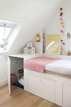 Beautiful Bedrooms for Little Girls // Avenue Lifestyle // Design & Styling: Tessa Weerdenburg (nu-interieur|ontwerp) // Photography: Tome Cole for Mini Woonboek