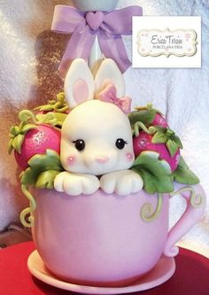 Erica Terán, polymer clay rabbit in a tea cup Cute Polymer Clay, Cute Clay, Fimo Clay, Polymer Clay Projects, Clay Baby, Clay Figurine, Clay Ornaments, Clay Design, Clay Animals