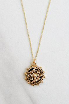 Dainty Jewelry, Cute Jewelry, Antique Jewelry, Vintage Jewelry, Jewelry Accessories, Vintage Necklaces, Weird Jewelry, Unique Necklaces, Jewelry Necklaces