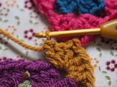 Detailed photo tutorial on how to crochet a granny square for absolute beginners. Crochet Chart, Easy Crochet, Crochet Stitches, Crochet Hooks, Crochet Patterns, Crochet Blankets, Elephant Baby Blanket, Crochet Squares, Granny Squares