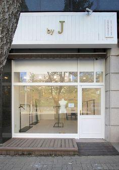 Shoe Store Design, Cafe Shop Design, Shop Front Design, Small Store Design, Clothing Store Interior, Clothing Store Design, Boutique Interior Design, Boutique Decor, Store Concept
