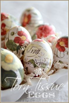 Make beautiful decoupage easter eggs. Super easy and even if you are not crafty you can do this beautiful diy! Decoupage Easter Eggs are so pretty! Egg Crafts, Easter Crafts, Easter Decor, Easter Ideas, Easter Centerpiece, Easter Table, Easter Dinner, Easter Projects, Craft Projects