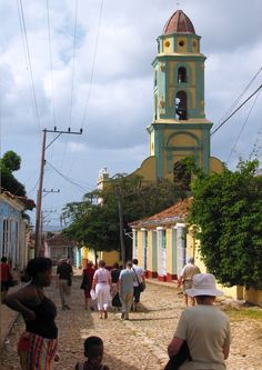 Torre campanario del Museo Convento de San Francisco en Trinidad, Cuba | by lezumbalaberenjena