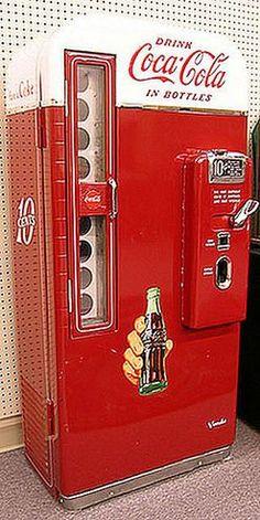vintage bottle coke machine - Coca Cola - Ideas of Coca Cola - Ideas of Coca Cola - vintage bottle coke machine Coca Cola Bottles, Pepsi Cola, Wine Bottles, Perfume Bottles, Vintage Coca Cola, Vintage Ads, Vintage Stuff, Soda Machines, Vending Machines