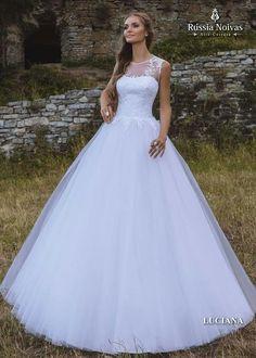 LUCIANA: É inevitável o amor à primeira vista pelo modelo Luciana. Com a união de todas as características deste vestido, a noiva ficará perfeita. Para saber mais, acesse: www.russianoivas.com #vestidodenoiva #vestidosdenoiva #weddingdress #weddingdresses #brides #bride