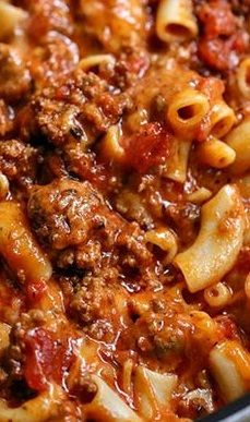 Our Cheesy Beef Goulash recipe is delicious, cheesy, and cheesy! Hamburger goulash is an easy to make dinner recipe the entire family will love. Easy Goulash Recipes, Easy Casserole Recipes, Meat Recipes, Easy Dinner Recipes, Crockpot Recipes, Easy Meals, Cooking Recipes, Vitamix Recipes, Pasta Recipes