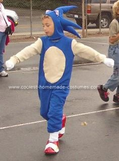 Homemade Sonic the Hedgehog Costume: homemade Sonic the Hedgehog costume for my son, whose favorite video character was Sonic the Hedgehog. I used a purchased costume pattern with Sonic The Hedgehog Halloween Costume, Sonic Costume, Halloween Costumes, Costumes 2015, Halloween Crafts, Halloween Ideas, Sonic Birthday Parties, Sonic Party, Sewing Patterns For Kids