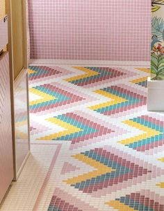 Multi Colour Bathroom Tiles - Pink, Yellow And Green Bathroom Tiles. Image Via Casadecor. Tile Design, Bathroom Interior Design, Flooring, Floor Patterns, Bathroom Colors, Green Tile Bathroom, Interior, Bathroom Decor, Tile Inspiration