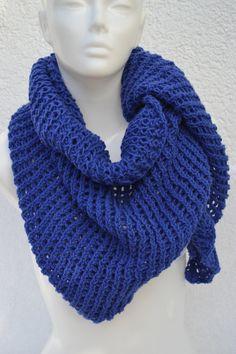 Dreieckstücher - Dreieckstuch Tuch Stricktuch Schal blau gestrickt - ein Designerstück von Masche21 bei DaWanda