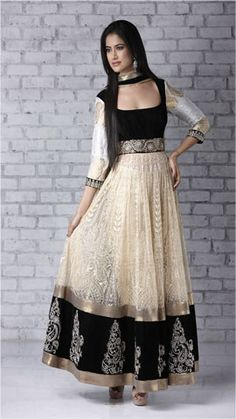 Salwar Kameez, love the detailing! India Fashion, Ethnic Fashion, Asian Fashion, Women's Fashion, Indian Attire, Indian Wear, Indian Style, Pakistani Outfits, Indian Outfits