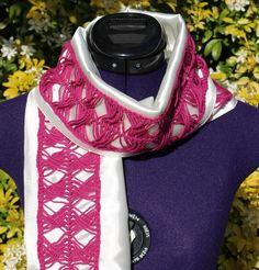 Foulard, écharpe bijou, tour de cou avec broderie à la fourche à dentelle blanc / rose https://www.alittlemarket.com/boutique/chaliere-2339933.html