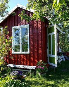 little red cabin Red Houses, White Houses, Play Houses, House In Nature, Red Cottage, She Sheds, Swedish House, Greenhouse Gardening, Cozy Living