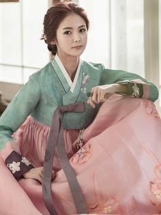Korean Traditional Dress, Traditional Fashion, Traditional Dresses, Korean Couple, Korean Girl, Asian Girl, Korean Beauty, Asian Beauty, Korea Dress
