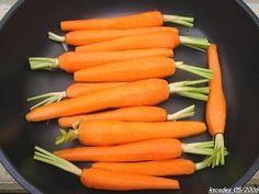 Carottes nouvelles glacées façon Joël Robuchon Joel Robuchon, Veggie Recipes, Healthy Recipes, Healthy Food, Menu Leger, Carrots, Good Food, Vegetables, Cooking