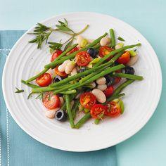Bohnensalat weiß-grün mit Tomaten und Oliven