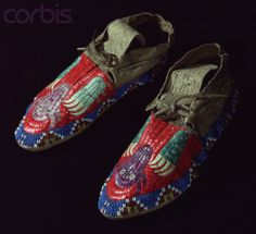 Plains Moccasins Adorned w/ Quills & Beads -- Circa 1895 -- Buffalo Bill Historical Center, Cody, Wyoming. Native American Moccasins, Native American Clothing, Native American Regalia, Native American Crafts, Native American Design, Native American Artifacts, Native American Beadwork, Native Design, Powwow Regalia