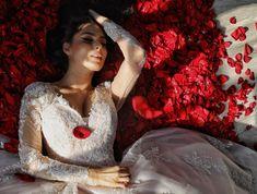 Rochie de mireasa stil printesa cu maneci lungi de dantela. Victorian, Dresses, Fashion, Vestidos, Moda, Fashion Styles, The Dress, Fasion, Dress