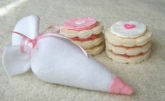 Felt Play Food - Sugar Biscuit Cookie Icing Set with Pastry Bag - Zoe would like this.
