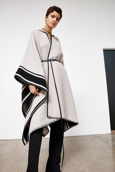 Bassike Pre-Fall 2020 Fashion Show Collection: See the complete Bassike Pre-Fall 2020 collection. Look 5 Fall Fashion Trends, Fall Trends, Surfer Girl Style, Corporate Attire, Vogue Russia, Fashion Show Collection, Mannequins, Fashion 2020, Luxury Fashion