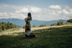 Your ultimate North Carolina road trip through the Blue Ridge Mountains with waterfalls, hikes, & time in America's most beloved mountain town, Asheville! Dupont State Forest, Linville Falls, Bohemian Culture, Magical Home, Bohemian Blouses, Woman Standing, Mountain Landscape, Blue Ridge, New Age