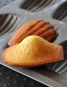 Philippe Conticini& vanilla madeleines and their secrets finally revealed. - Vanilla Madeleines by Philippe Conticini - Chefs, Cookie Recipes, Dessert Recipes, Delicious Desserts, Yummy Food, Desserts With Biscuits, French Patisserie, Biscuit Cake, French Desserts
