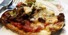 Deilig litt mektig pizza. Rekker til 4 personer. Pizzafyll: 500 g kjøttdeig 200 g sopp(her østerssopp) 1/4 purreløk 2 hvit...
