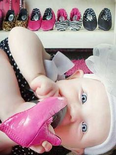 Heelarious Baby Shoes High heels for babies! Crawling Baby, Baby Kicking, Baby Inventions, Parenting Fail, Buy Buy Baby, Baby Wearing, Baby Photos, Newborn Photography, Baby Items