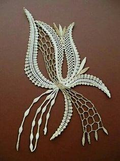 Lace Drawing, Romanian Lace, Bobbin Lacemaking, Lace Art, Bobbin Lace Patterns, Needle Tatting, Point Lace, Lace Jewelry, Leather Pattern