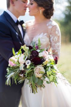 burgundy plum bridal bouquet | Photography: Katherine Miles Jones
