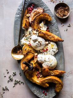 Continuing on with my Thanksgiving menu this week, and finally sharing my favorite appetizer of the moment, Honey Butter Roasted Acorn with Burrata and Pomegranate. The post Honey Butter Roasted Acorn Thanksgiving Recipes, Fall Recipes, Holiday Recipes, Thanksgiving Table, Vegetarian Thanksgiving, Hosting Thanksgiving, Holiday Treats, Christmas Recipes, Acorn Squash Recipes
