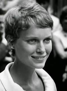 30 Beautiful Portraits of Mia Farrow With Pixie Haircut in the 1960s ~ Vintage Everyday Curly Pixie Cuts, Short Curly Hair, Short Pixie, Short Hair Cuts, Curly Hair Styles, Asymmetrical Pixie, Short Bobs, Short Curls, Wavy Hair