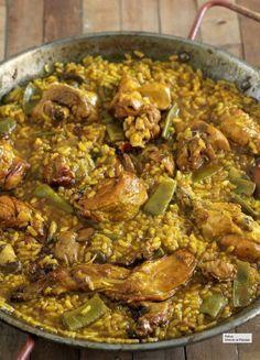 Paella, esto es todo lo que necesitas saber para que te feliciten Valenciana Recipe, Colombian Cuisine, Chicken Paella, Spanish Dishes, Cooking Recipes, Healthy Recipes, Rice Dishes, Savoury Dishes, Easy Dinner Recipes
