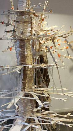 À partir de cagettes mises au rebus des marchés parisiens, les étudiants de l'EPSAA ont laissé aller leur imaginaire en s'inspirant du bois récupéré, délaissé, pour lui redonner vie. http://epsaa.fr/actualite/cop-21