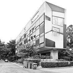 Construido por Le Corbusier en Paris, France con fecha 1931. Imagenes por Usuario de Flickr: Architest. En 1930 la Fundación Suiza encarga al atelier de Le Corbusier y Pierre Jeanneret, con un presupuesto muy bajo, el pro...
