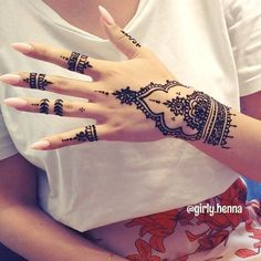 Henna tattoo hand - Henna tattoo - Henna - Henna tattoo designs - Henna designs hand - Hand he Henna Hand Designs, Henna Tattoo Designs, Mehndi Designs Finger, Mehndi Designs For Fingers, Beautiful Henna Designs, Latest Mehndi Designs, Designs Mehndi, Henna Tattoo Hand, Henna Art