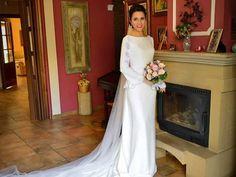 Especialidad en vestidos de novia en Linares. Taller de diseño de vestidos, trajes de gala y nupciales para mujer, niña y señora. Sin límites de tallas.