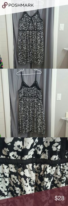 Strappy floral summer dress Really cute strappy dress. Some stringing under the bust (pics included) but its hard to notice because of the pattern of the dress. Otherwise, still in good condition. Size 18/20 Lane Bryant Dresses Midi