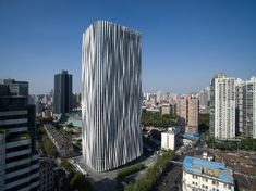 Nestled in the Hongkou district in Shanghai, Kengo Kuma and associates have completed their design and construction for the 'Hongkou Soho' office tower. Kengo Kuma, Facade Architecture, Landscape Architecture, Parametric Architecture, Commercial Architecture, School Architecture, Ancient Architecture, Sustainable Architecture, Shanghai Tower