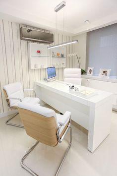 Consultório médico prima pelo conforto com toques de tecnologia | Casa&Cia: