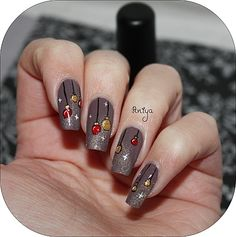http://aniya.over-blog.com/article-nail-art-boules-de-noel-tutoriel-113579864.html#