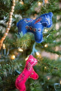 Stitched Dala Horse Christmas Ornament | 51 Simple Christmas Ornaments You Can Start Sewing Today