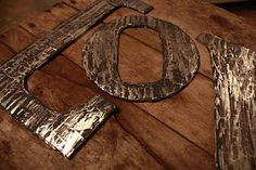 distressed metal - actually cardboard, aluminum foil and paint! what a fun [and CHEAP!] idea!