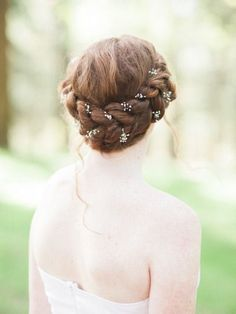 Thick-braided-wedding-hairstyle-crown-with-babys-breath.jpg (400×533)
