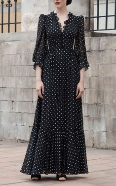 Polka dot V-neck gown by Ulyana Sergeenko Demi Couture - moda Simple Dresses, Elegant Dresses, Vintage Dresses, Beautiful Dresses, Casual Dresses, Summer Dresses, Stylish Dresses, Givenchy Couture, Dior Haute Couture