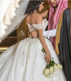 Wedding Tips, Wedding Photos, Arab Couple, Arab Wedding, Backdrop Decorations, King Queen, Beauty Skin, Wedding Dresses, Bride Dresses