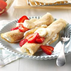 Strawberry Banana Crepes Recipe - The sweet sensations are as fast to make as they are fabulous. You can cook the crepes the night before, refrigerate them with waxed paper in between, then fill and top them in the morning. Crepe Recipes, Brunch Recipes, Breakfast Recipes, Dessert Recipes, Brunch Ideas, Banana Breakfast, Breakfast Options, Mexican Breakfast, Pancake Recipes