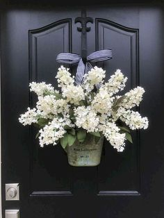 60 Favorite Spring Wreaths for Front Door Design Ideas And Decor Gorgeous hydrangea door hanger wreath. This is a perfect everyday year round wreath. Such cute front door decor Front Door Design, Front Door Decor, Front Doors, Entrance Design, Etsy Wreaths, Yarn Wreaths, Floral Wreaths, Spring Front Door Wreaths, Front Porch Flowers