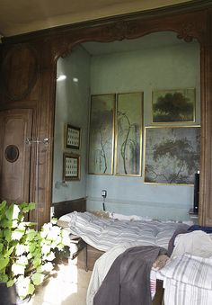 I will always and forever love traditional wall beds: Le Château, Peter Gabriëlse's home